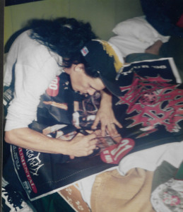 MORBID ANGEL - Trey firmando autografos